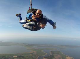 Fallschirm-Tandemsprung mit Video in Barth