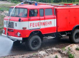 Feuerwehrauto offroad fahren in Mahlwinkel, Raum Magdeburg