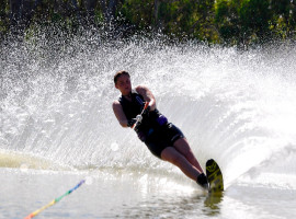 assets/images/activities/freistett-wasserski-fahren/1280_0000_waterskiing-2113947_1920.jpg