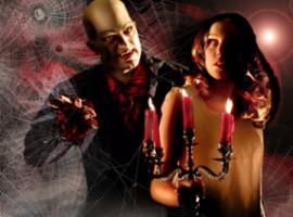 Bühnenkünstler, Kulisse aus Spinnweben, Mann, Frau, Leuchter